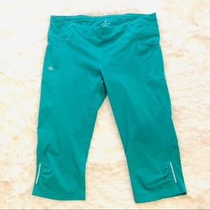 Athleta Dobby Be Free Knicker Capri Legging Pant L